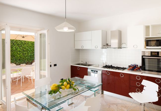 Ferienhaus Villa Lia with Private Pool, Garden and Parking (2670396), Sant'Agnello, Amalfiküste, Kampanien, Italien, Bild 23
