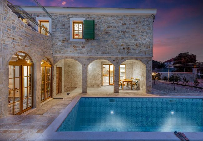 Beautiful Villa Perina, in Dalmatia, with a Pool