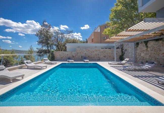 Ferienhaus Beautiful Villa Karla Posedarje, with a Pool (2789363), Posedarje, , Dalmatien, Kroatien, Bild 3