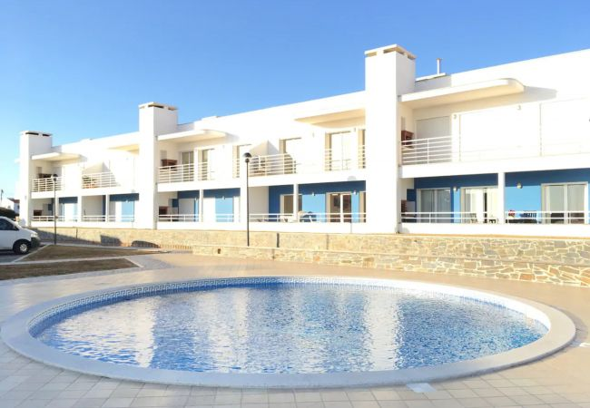 Apartamento junto à praia na Arrifana, by iZiBooki
