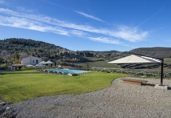 Villa Il Tinaio with Private Pool, Garden, Terrace