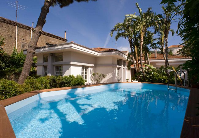 AMORE RENTALS - Villa Lux 1 with Private Swimming   in Italien
