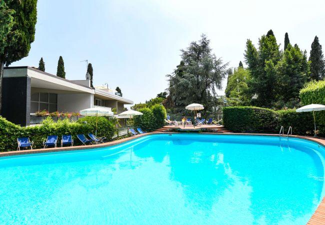 Gardagate - Residenza Villa Alba   Gardone Riviera