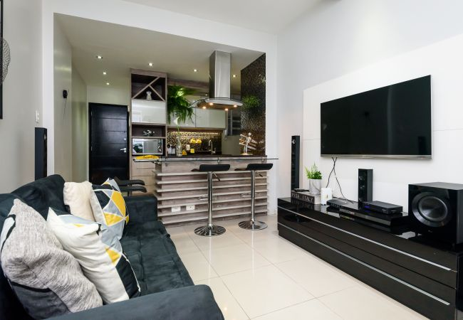 Apartment for 2 people 300m from Copacabana Beach   in Brasilien