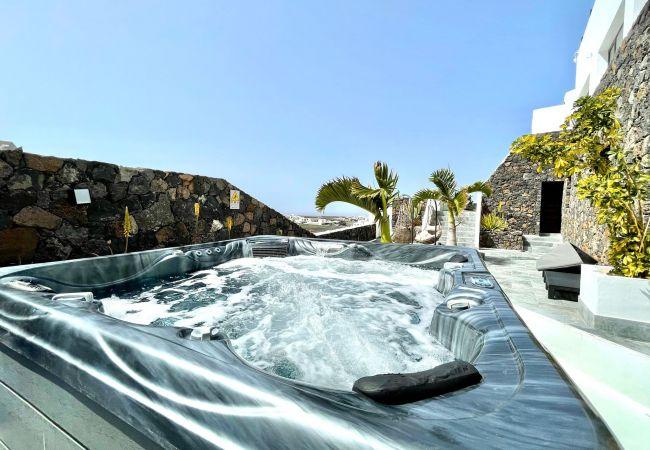 Suite 1 con Wifi, balcon,vista espectacular al Mar   Lanzarote