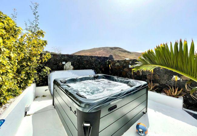 Apartamento 6 con jacuzzi privado, Wifi y vista   Lanzarote