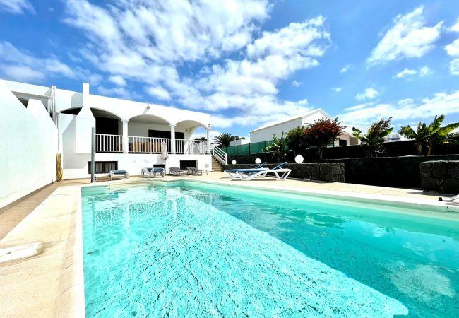Encantadora Villa con piscina privada, Wifi, A/C,   Lanzarote